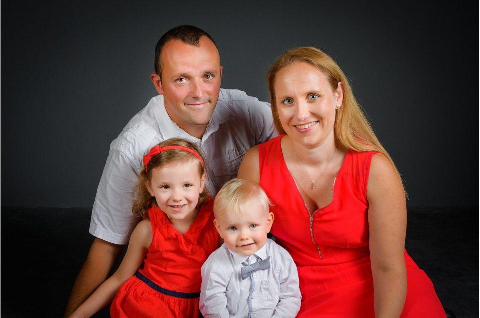 Immortaliser l'agrandissement d'une famille par des portraits en studio de photographe