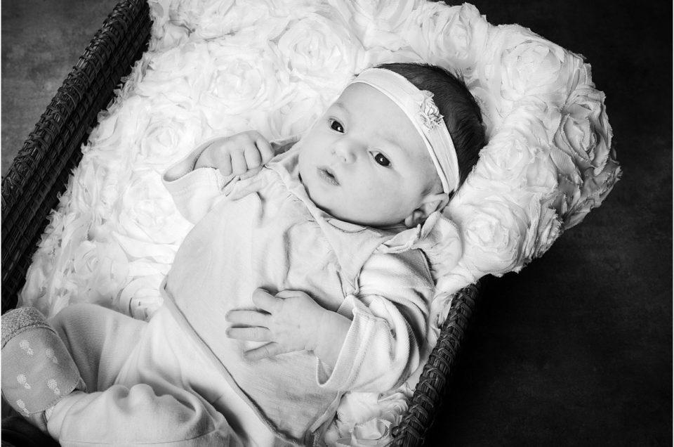 Préserver un souvenir de son bébé en studio par un photographe, près de Rennes